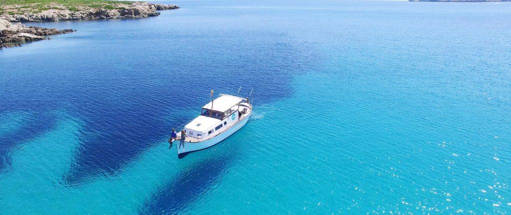 Alquilar un barco con patrón en Menorca